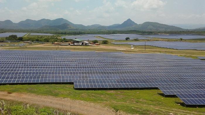 Solarne panely na poliach