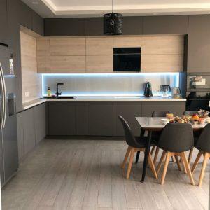 Dizajn kuchyne v tmavých farbách