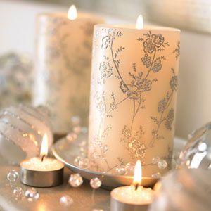 Vianočné sviečky v bledej farbe
